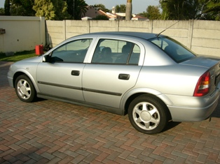 A 2000 Opel Astra