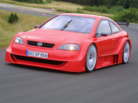 A 2001 Opel Astra