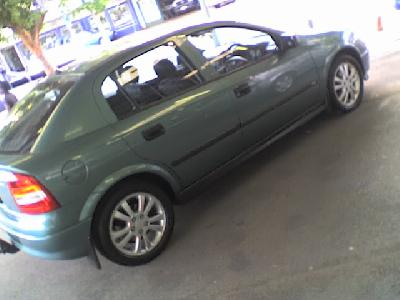 A 2005 Opel Astra